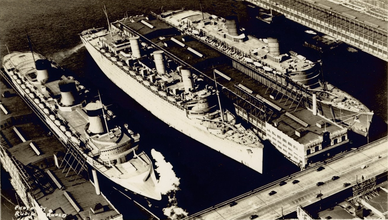 1940_-_queen_mary_queen_elizabeth_normandie.jpg