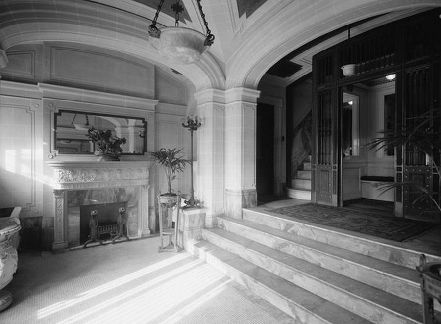 1910. 527 Riverside Drive. The Ardelle Apartment House, entrance lobby. 1910.jpg