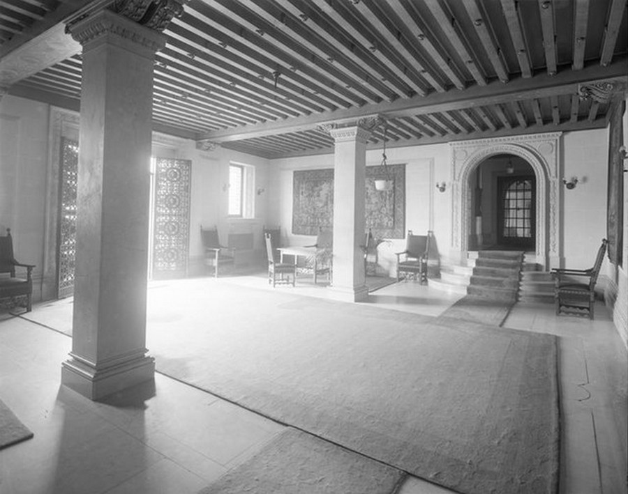 1910. Riverside Drive at the corner of West 98th Street. The Peter Stuyvesant apartment building, lobby. 1910.jpg