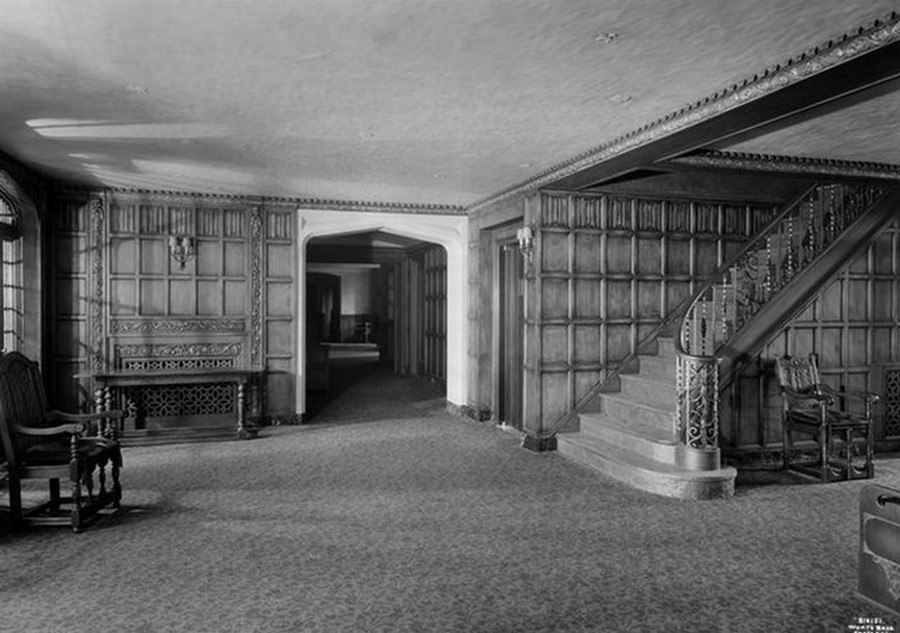 1930. The Greenway Apartments, entrance lobby. 10-25-1930.jpg
