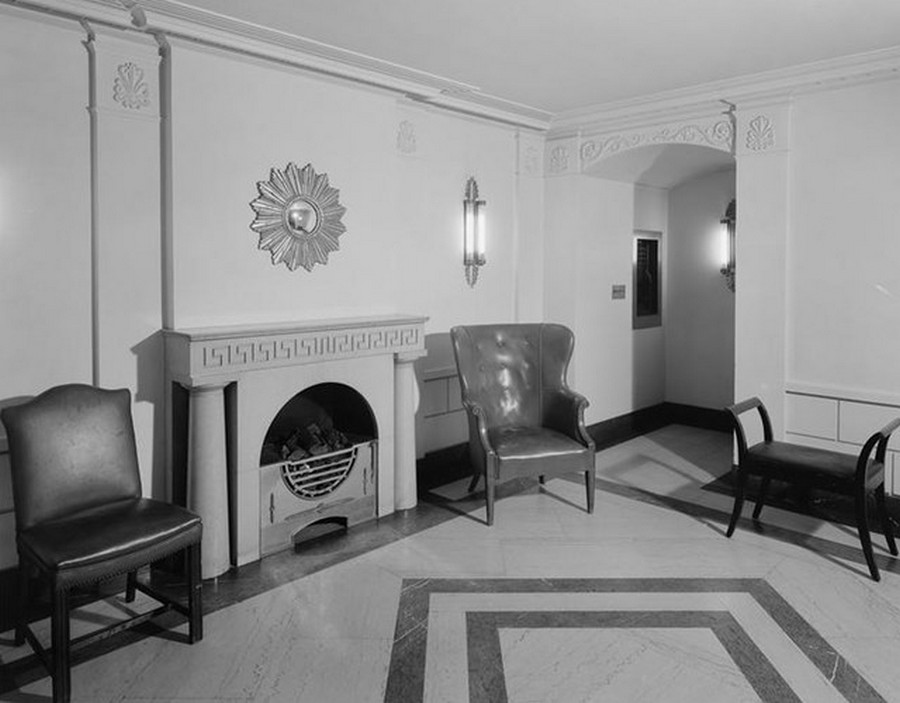 1941. 10 Gracie Square, East 84th Street. Apartment building, interior lobby. 4-11-1941.jpg