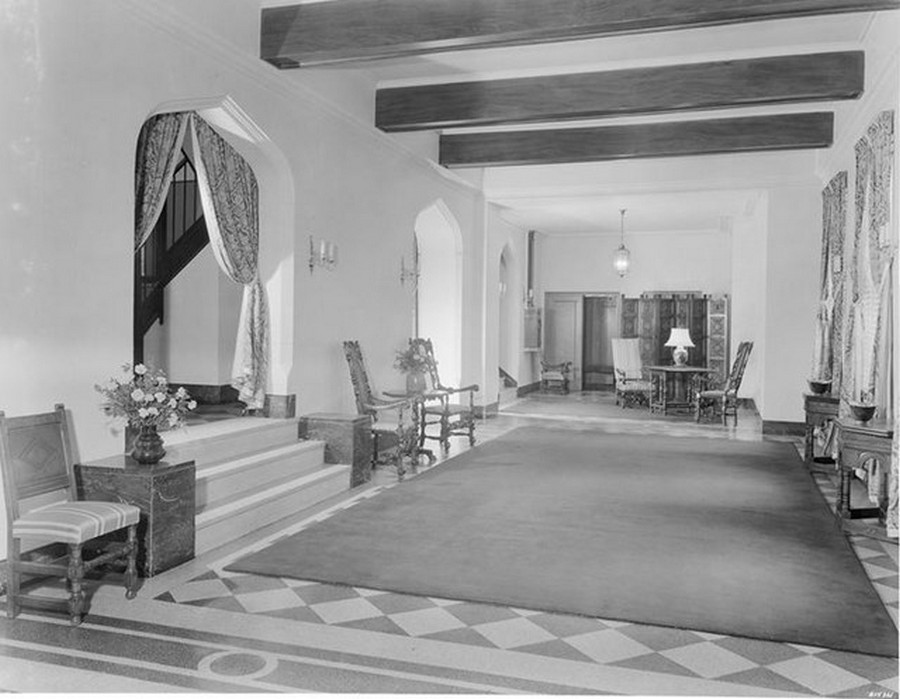 1941. 1075 Park Avenue at 86th Street, S.E. corner. Apartments, interior lobby. 3-19-1941.jpg