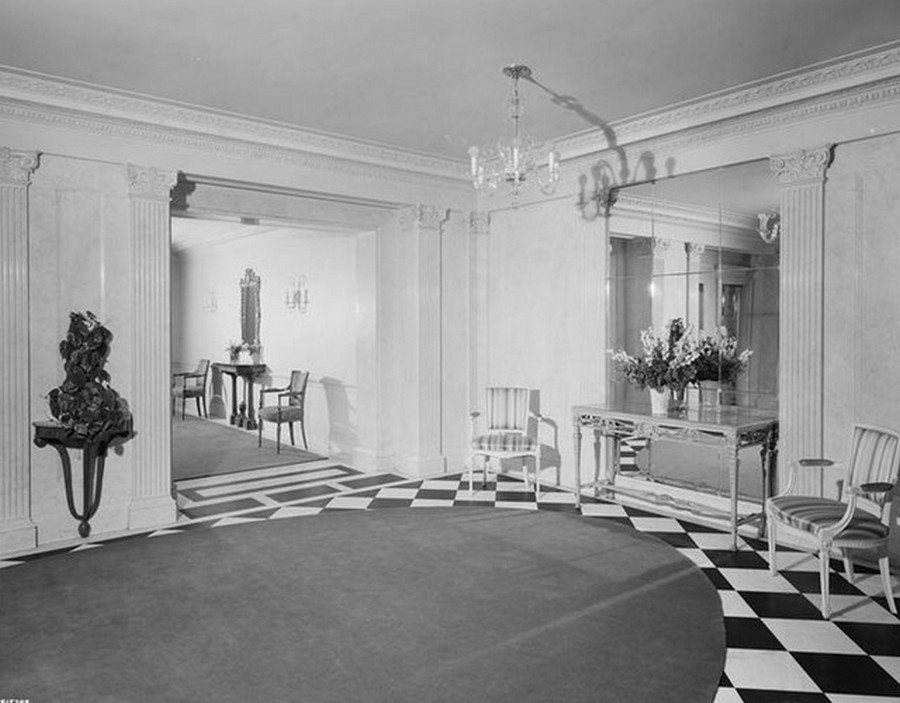 1941. 625 Park Avenue. Apartment building, lobby. 5-3-1941.jpg