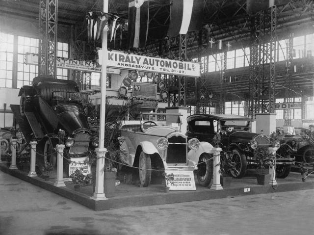 1925_első autókiállítás.jpg