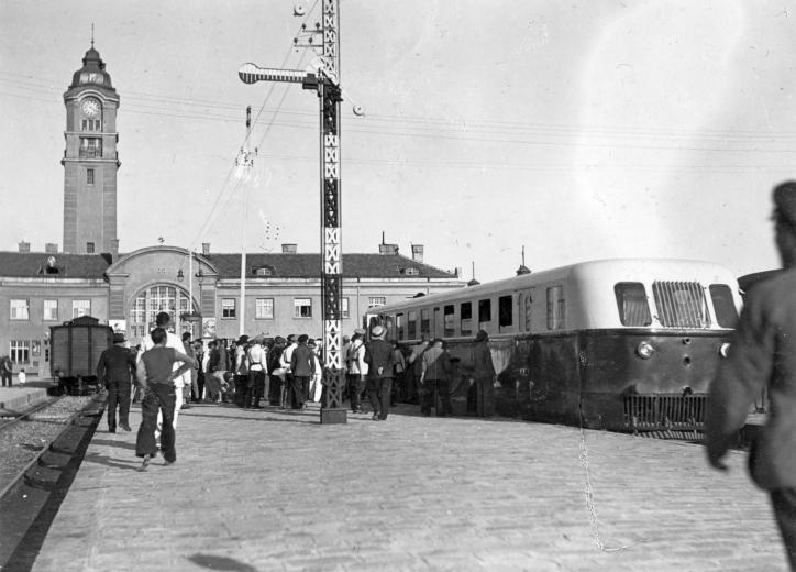 1937_Bulgária, Várna, Ganz gyártmányú Árpád sorozatú TAS sínautóbusz.jpg