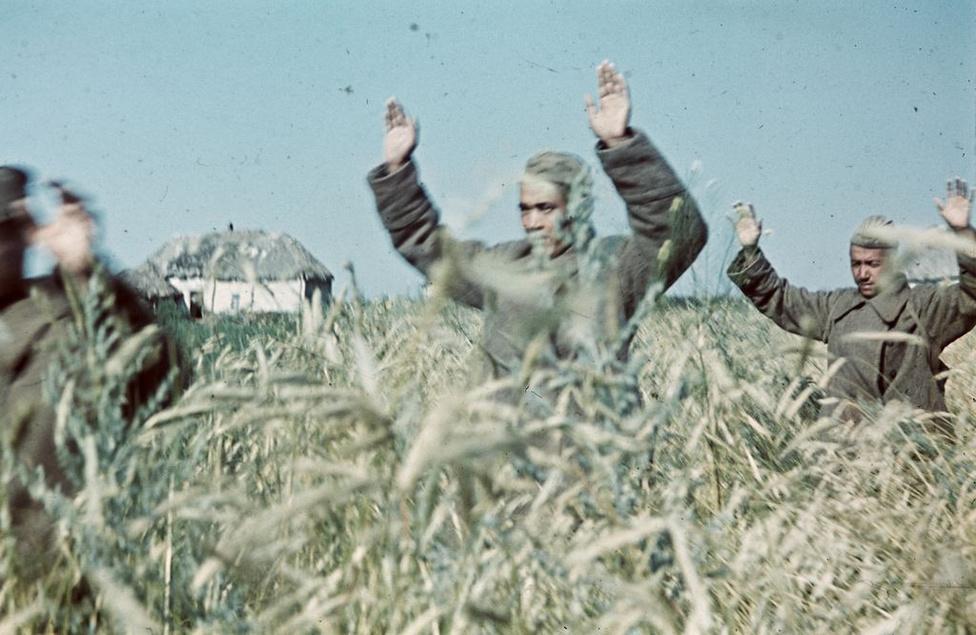 1942_Orosz hadifoglyok, akiket a magyar hadsereg ejtett fogságba2.jpg