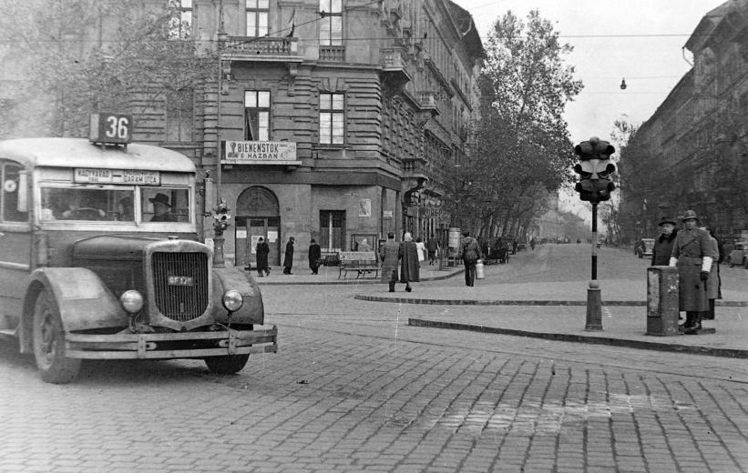 1948_Budapest, VI. Bajcsy-Zsilinszky út - Podmaniczky utca sarok. Mávag N26_36 autóbusz.jpg