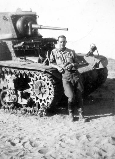 1943_M3 Stuart.jpg