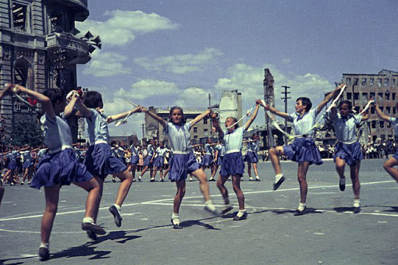 Color photographs of athletic parades in Stalingrad in May 1945 (3)_cr.jpg