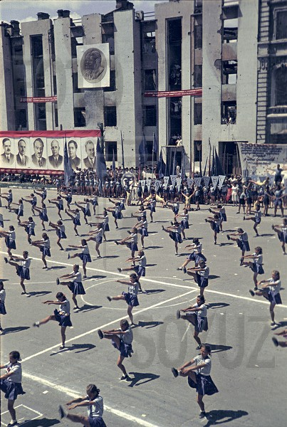 Color photographs of athletic parades in Stalingrad in May 1945 (7).jpg