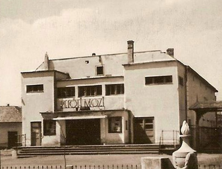 1964. Kiskőrös Petőfi mozi.jpg