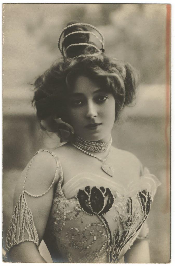 1900. Anna Held 2.jpg