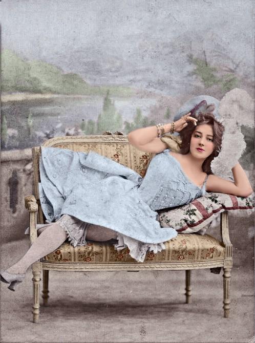 1900. Anna Held.jpg