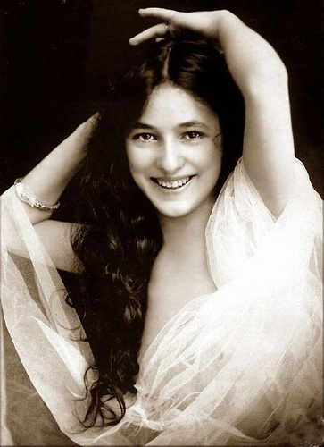 1905. EVELYN NESBIT.jpg