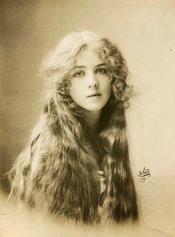 1912. Ione Bright.jpg
