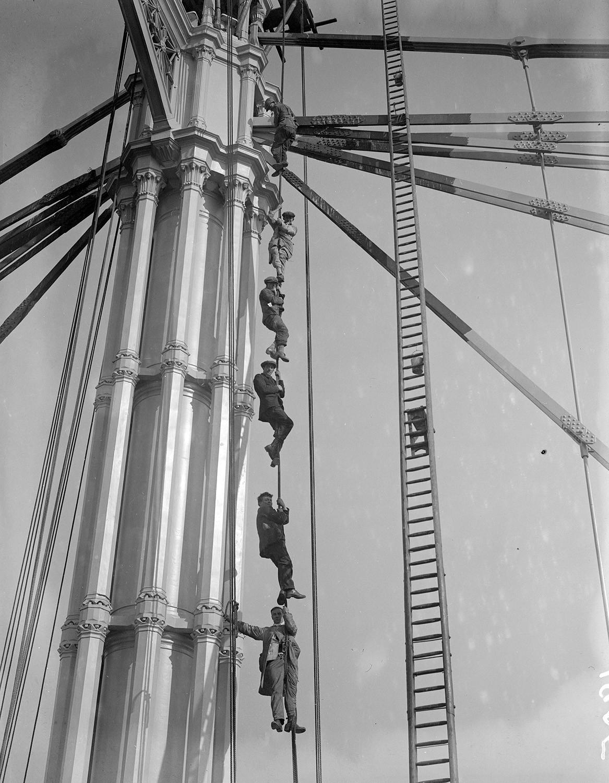 1905. Az épülő Albert-híd Londonban..jpg