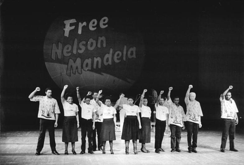 1986. Engedjék szabadon Nelson Mandelát tüntetés Berlinben..jpg