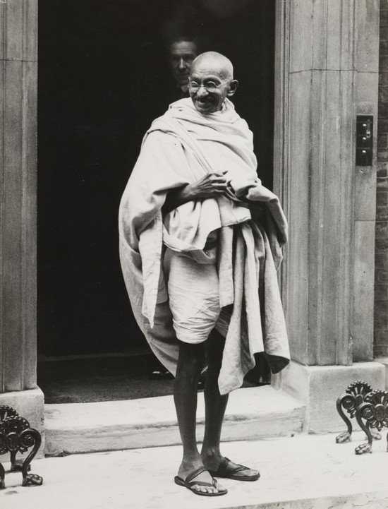 1931_mahatma_gandhi_on_the_steps_of_10_downing_street_after_he_visited_the_british_prime_minister_ramsay_macdonald.jpg