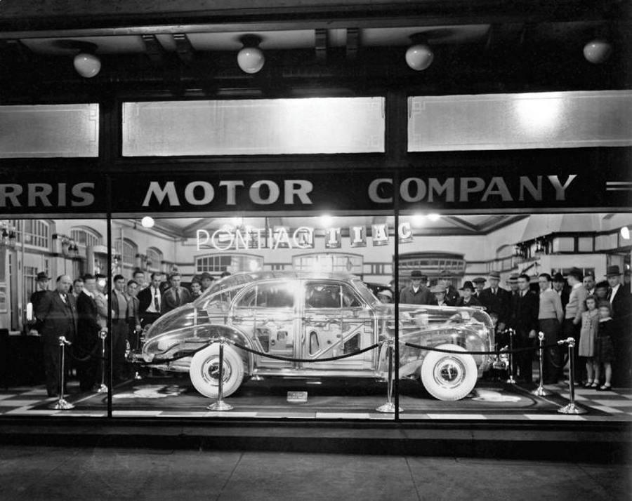 1939_a_new_york-i_vilagkiallitasra_keszitett_plexi_pontiac_deluxe_six_egy_2011-es_aukcion_308_ezer_dollarert_cserelt_gazdat.jpg