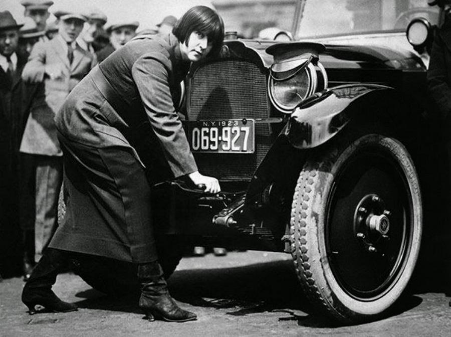 1923_miss_maude_odell_az_elso_new_york-i_noi_taxisofor.jpg