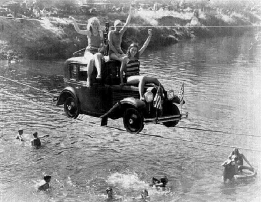 1932_autoval_a_pudding-folyo_felett_oregonban.jpg