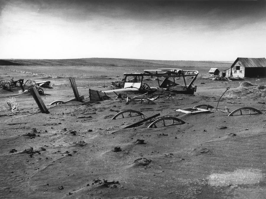 1936_a_del-dakotai_homokviharban_eltemetett_farm.jpg