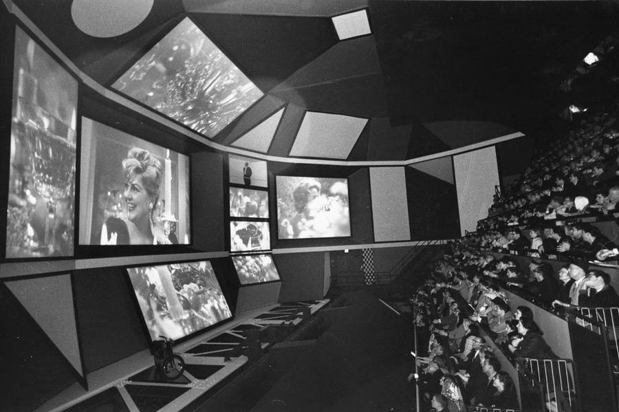 1964_a_new_york-i_vilagkiallitason_az_ibm_pavilonjanak_multiscreen_prezentacioja.jpg