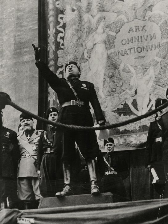 1941_benito_mussolini_olasz_fasiszta_diktator_szonoklata.jpg