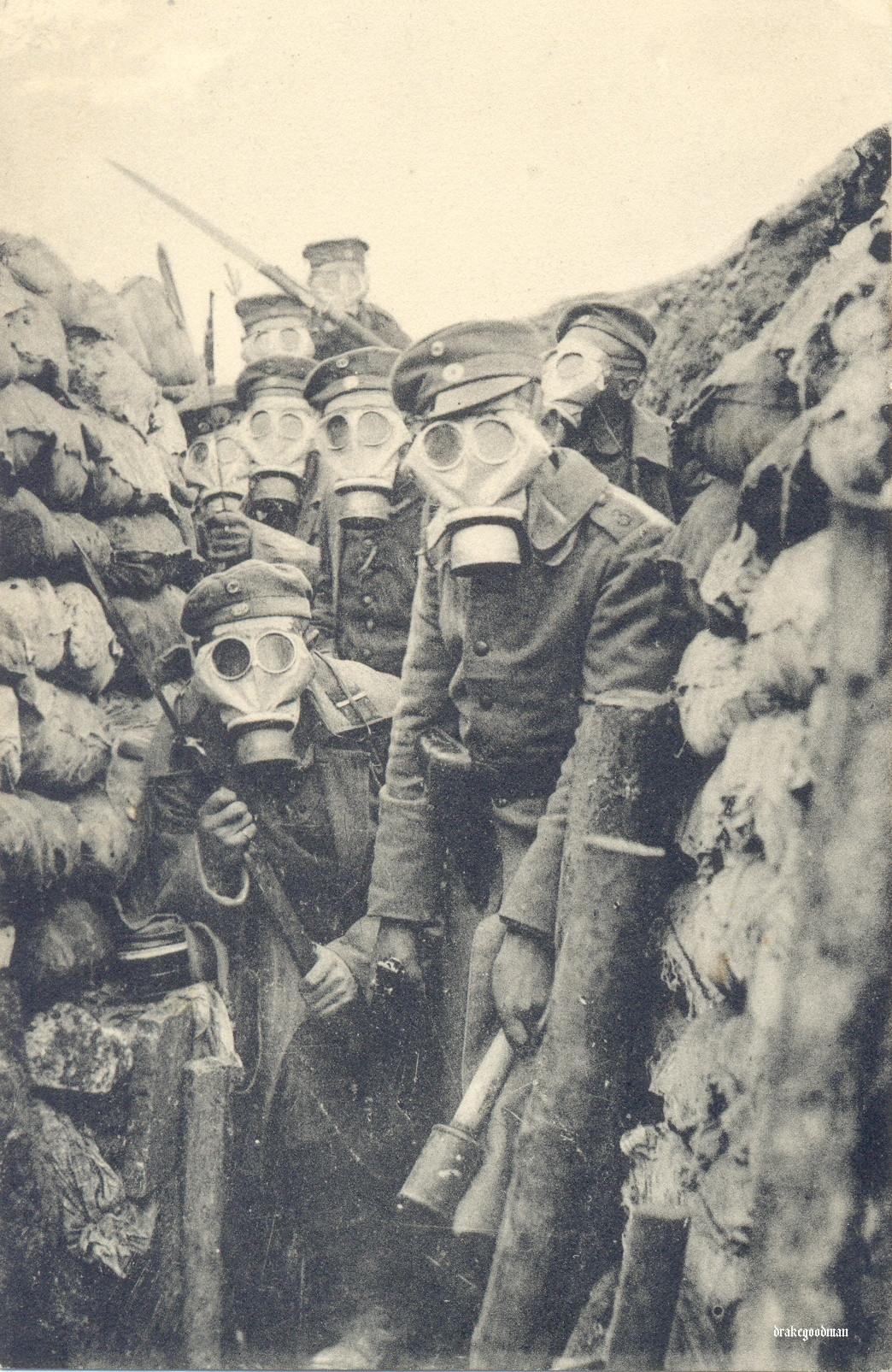 1916. Első világháborús német katonák a lövészárokban..jpg