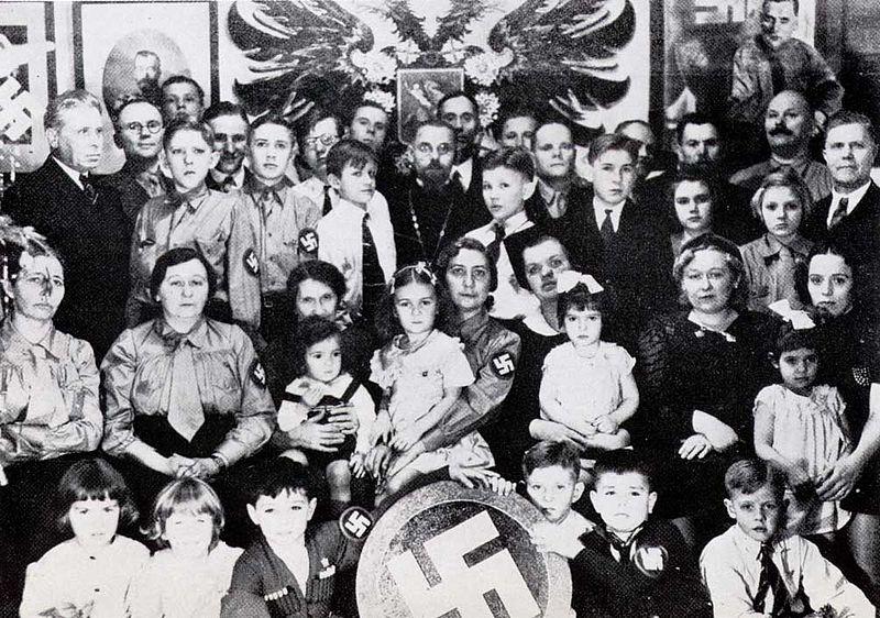 1933-41. Orosz fasiszta vasárnapi bibliaiskola tanárai és növendékei New York-ban..jpg