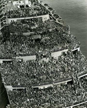 1945. Queen Elisabeth európai fronton harcolt második világháborús katonákat szállít haza New Yorkba..jpg