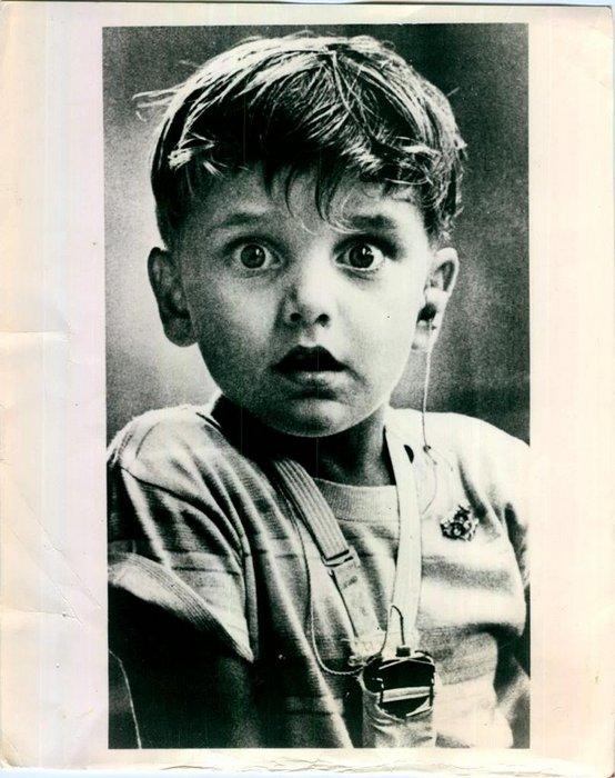1960. Harold Whittler először hall hangot életében belsőfül műtétje után..jpg