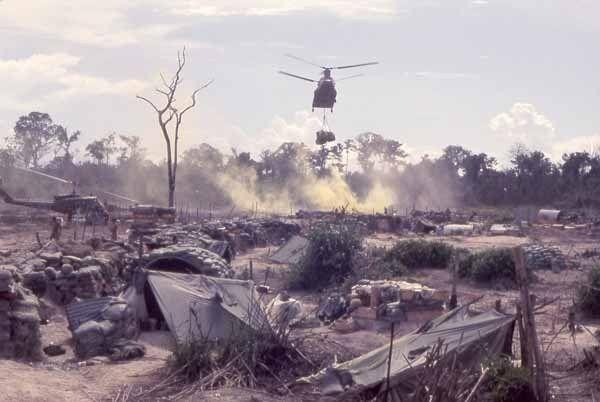 1970. 1st Cav. Chinook helikoptere elhagyja az Grant landzónát, North of Tay Ninh, Vitenam.jpg
