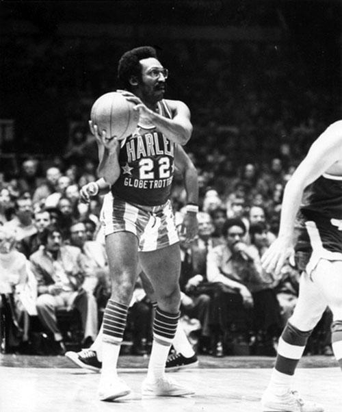 1972. Bill Cosby még a Harlem Globetrotters tagjaként..jpg