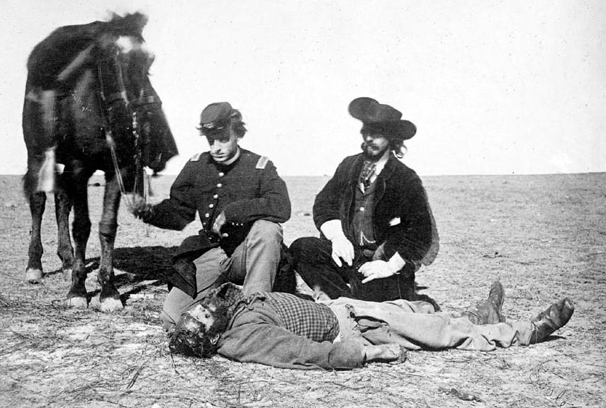 1868. A híres bölényvadász, Ralph Morrison cheyenne indiánok által megskalpolt holtteste a Dodge erőd közelében..jpg