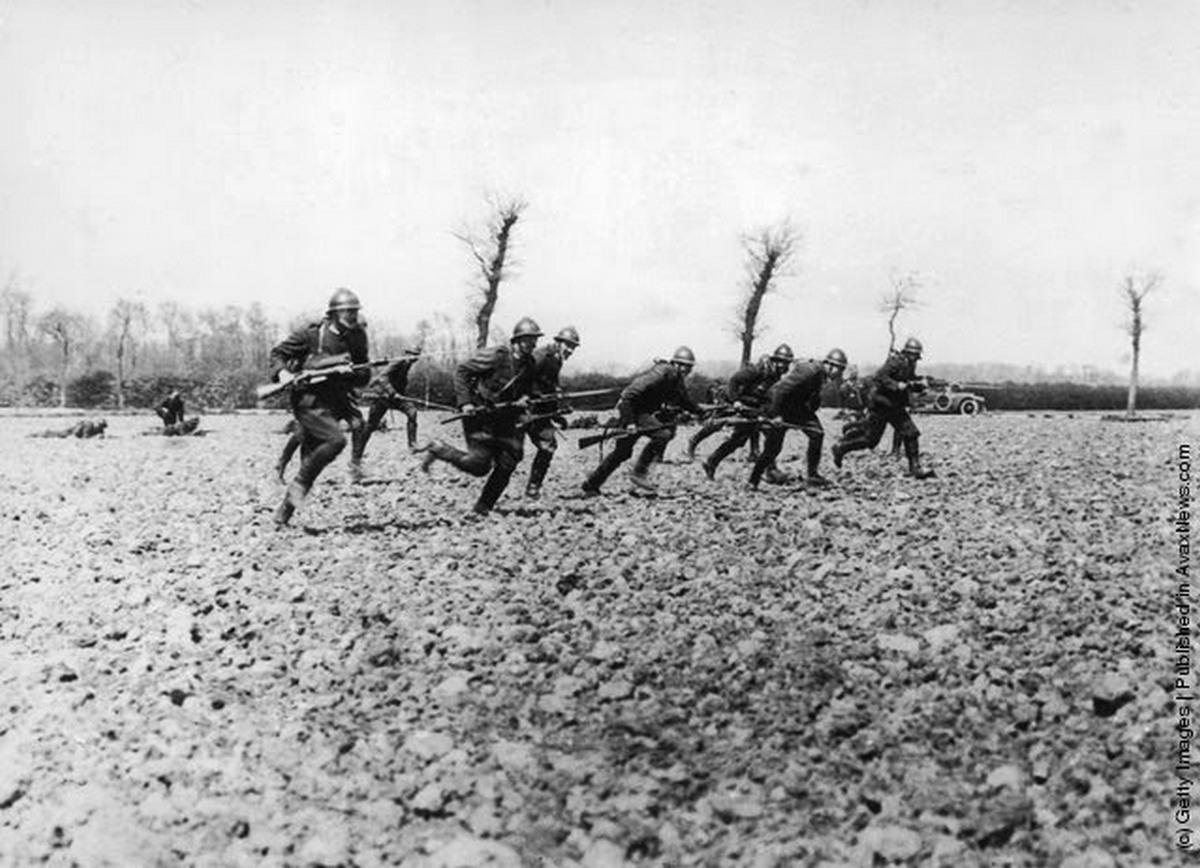 1914. Belga katonák rohamoznak..jpg