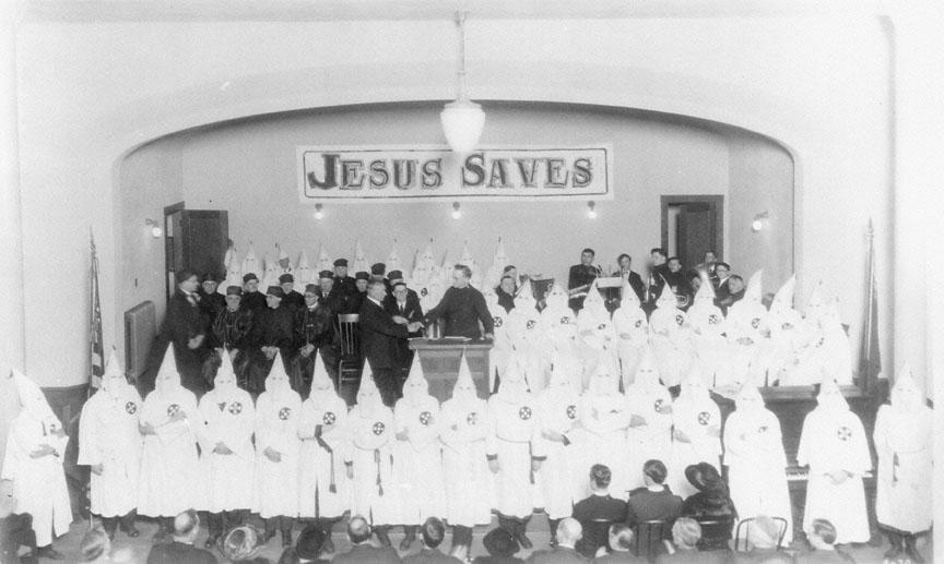 1920. Portland, Orego. Istentisztelet Ku-klux-klán tagok részvételével..jpg