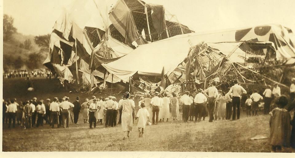 1925. A USS Shenandoah katonai léghajó ohioban semmisült meg egy viharban..jpg
