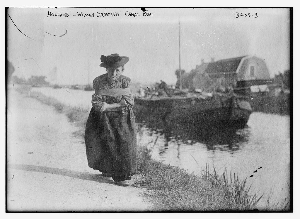 1915 körül. Hajóvontató asszony Hollandiában..jpg