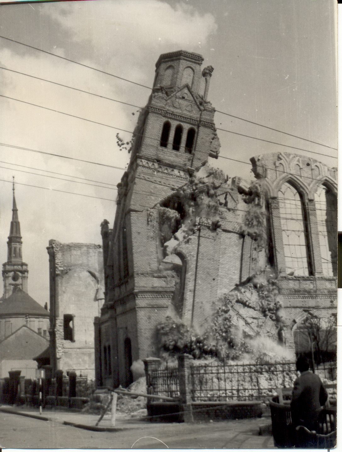 1963. A miskolci zsinagóga felrobbantása..jpg
