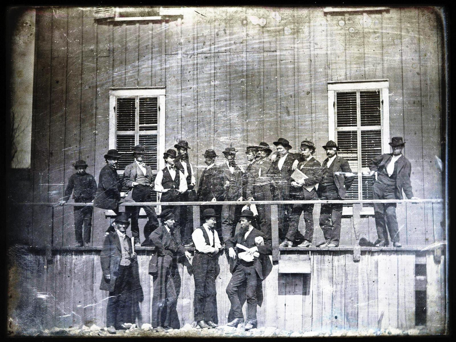 1852. St. Louis, Missouri. Gazdák a rabszolgavásár kezdésére várnak..jpg