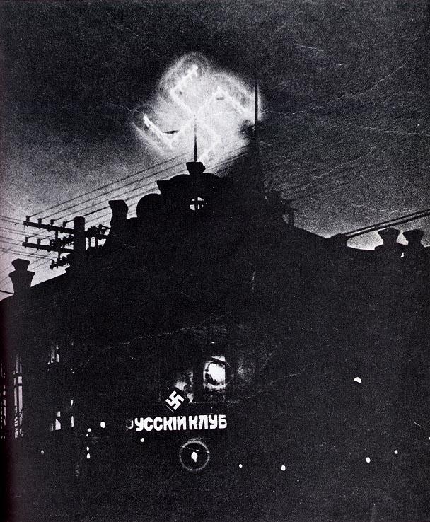 1934. Oroszországi fasiszta párt klubhelyisége éjszakai kivilágításban. Szerintem hamar bezárt, Sztálinnak köszönhetően..jpg