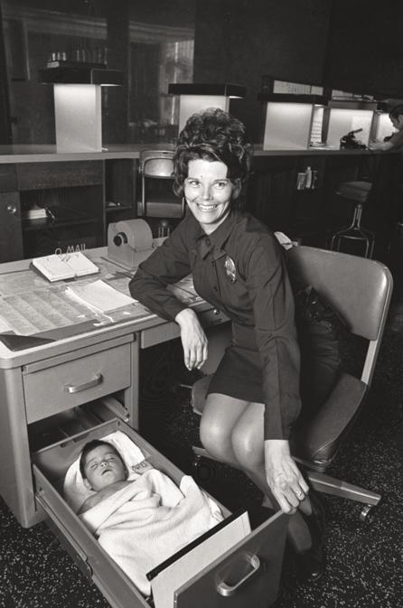 1971. Talált gyermek alszik a los angeles-i rendőrség egyik fiókjában.jpg