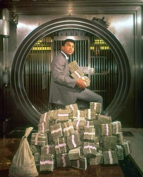 1974. Muhammad Ali nyereményével.jpg
