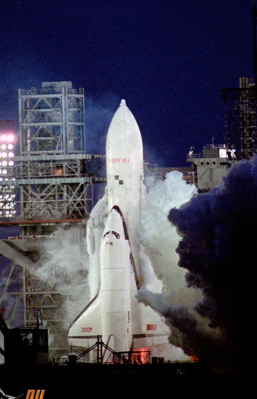 1988. A szovjet Buran űrsikló egyetlen kilövése.jpg