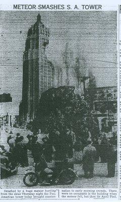 1938 Áprilisi tréfa a san antonio-i újságban. Meteor rongálta meg a város nevezetes szállodáját..jpg