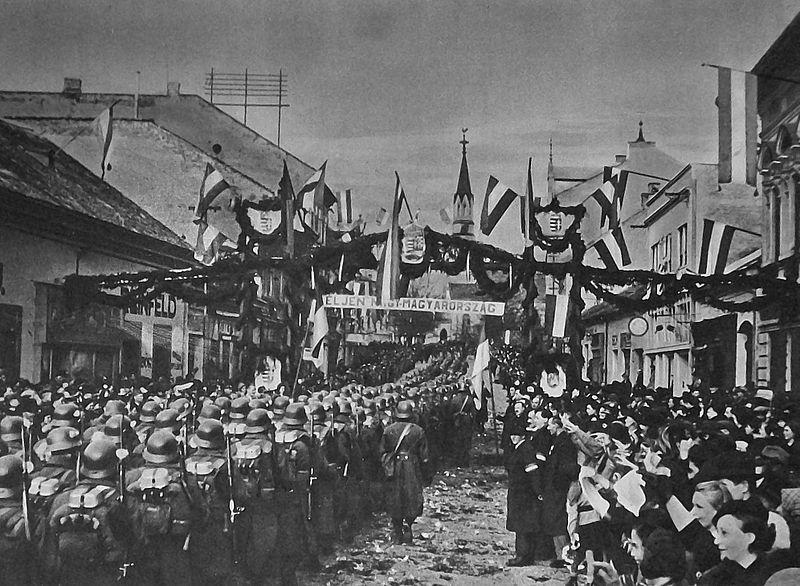 1938. november 10-én a Magyar Honvédség bevonul Losoncra.jpg