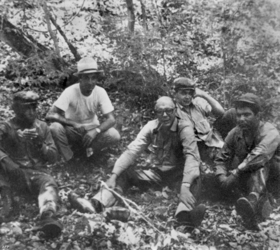 1966. Che Guevara a bolíviai dzsungelben, kopaszon és szemüvegben, valószínűleg az álcázás miatt..jpg