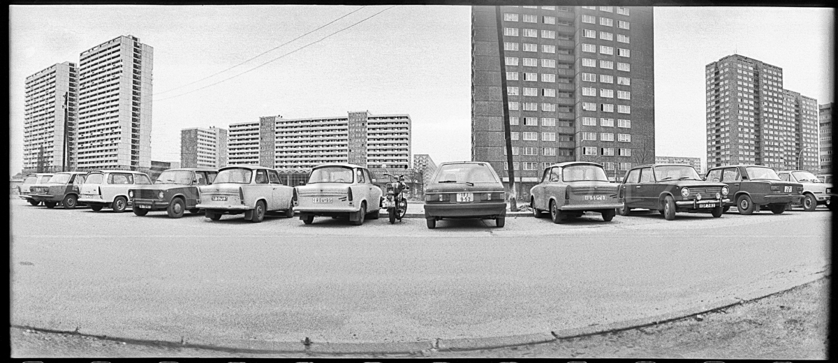 1983. Berlini lakótelep parkolója..JPG