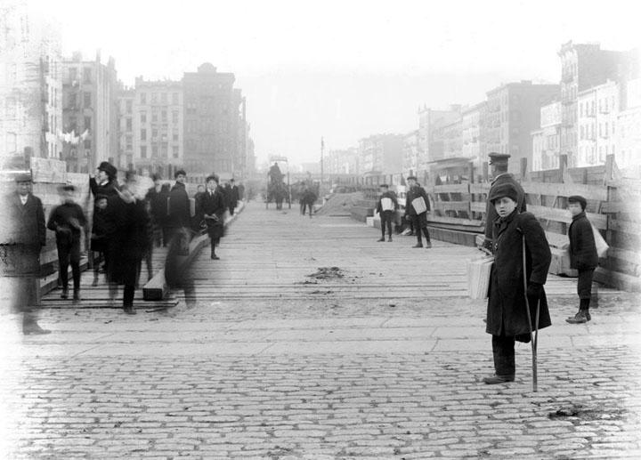 1906. Újságárus fiúk New Yorkban..jpg